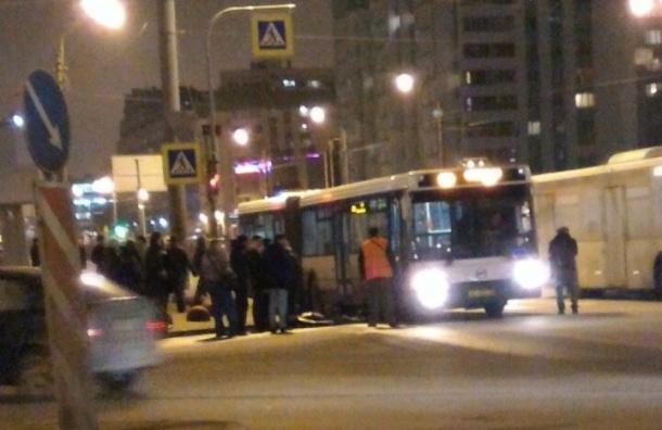 Очевидцы: Автобус сбил пьяного мужчину на Маршала Жукова