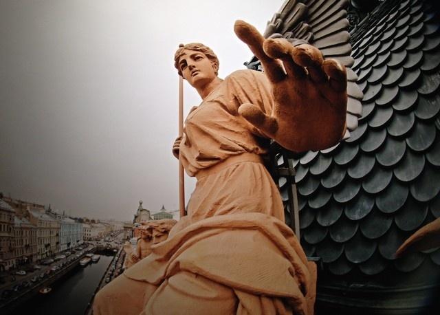 _Статуя на крыше здания Общества взаимного кредита в Петербурге, Виталий Раскалов
