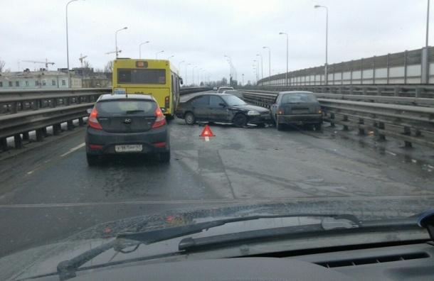 Массовая авария с 5 машинами произошла на КАД