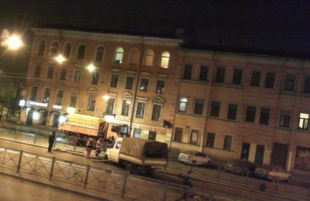 «Газель» влетела в дорожное ограждение на Лиговском проспекте