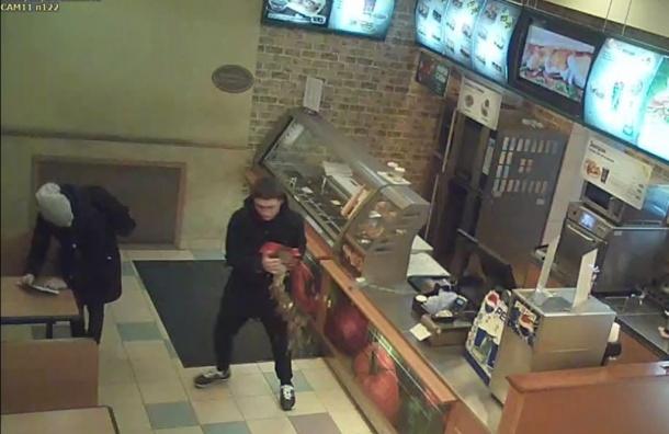 Малолетние воришки попали на видео после ограбления Subway на Невском