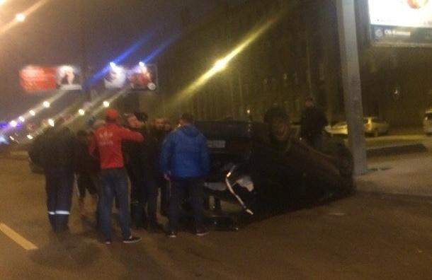 Легковушка перевернулась на Заневском проспекте