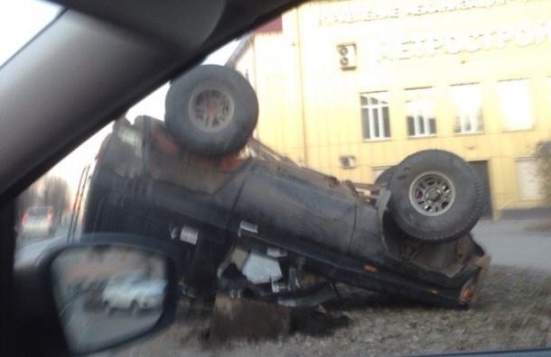 Внедорожник не выдержал скорости и «взлетел» на Маршала Говорова