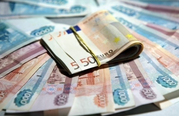 Курс доллара превысил 69 рублей,  евро – 77 рублей