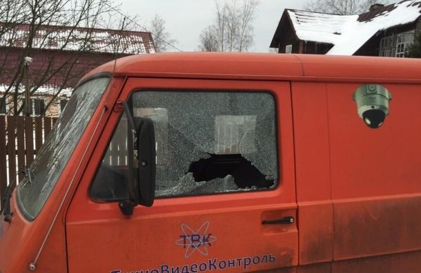 Неизвестные расстреляли из пневматики машины в Левашово