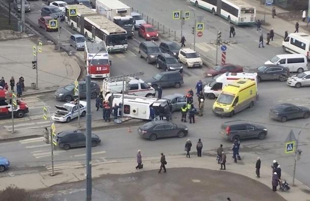 Видео аварии со «скорой» в Петербурге появилось в Сети