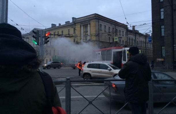 Трамвай задымился на площади Ленина