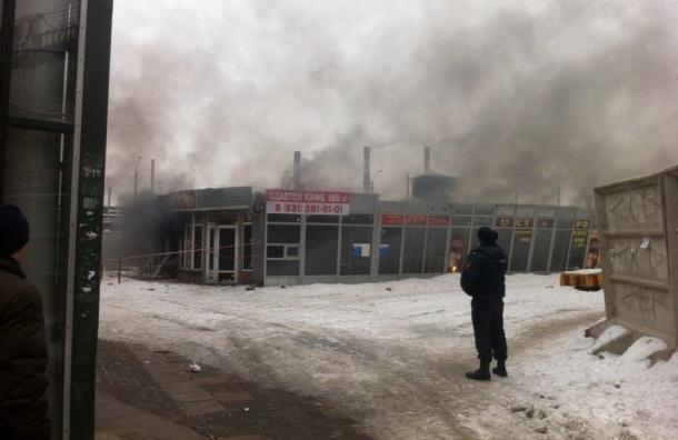 Павильон «Шаверма» взорвался у станции «Ладожская»