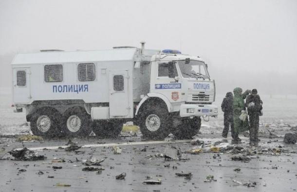 Полицейского из Риги могут уволить из-за реакции на крушение самолета в Ростове