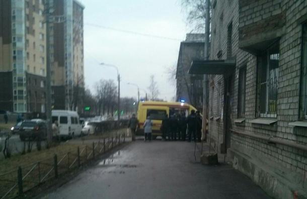 Врача пытался застрелить неизвестный у поликлиники на Васенко