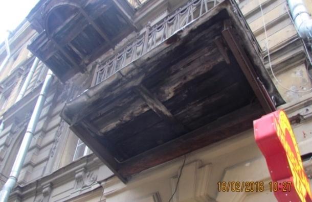Петербургские чиновники пожаловались в прокуратуру из-за разрушенных фасадов
