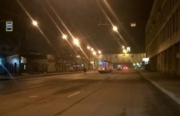 Девушка бросается под машины на Новочеркасском