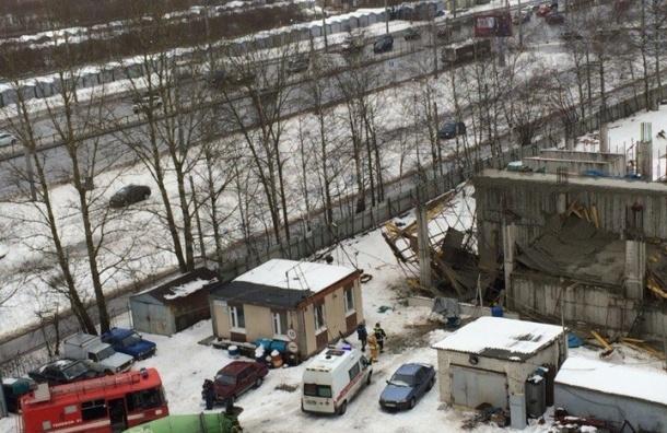 На Суздальском проспекте обвалился второй этаж строящегося паркинга