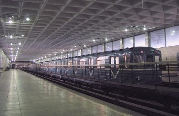 Мужчина прыгнул на пути в метро «Девяткино»