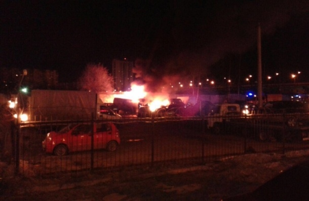 Три грузовика сгорели на Кржижановского