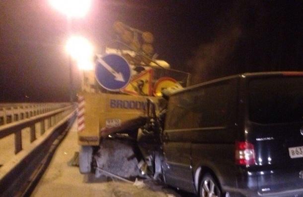 Водитель Volkswagen погиб в аварии на КАД с уборочной машиной