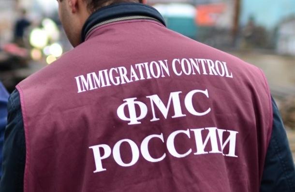 Бездомный напал на инспектора ФМС в Петербурге