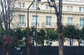 Свиные головы повесили на ворота посольства Марокко в Париже