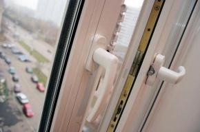 Житель Купчино выбросил соседа из окна третьего этажа