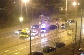 Пешехода сбили на перекрестке Косыгина и Коммуны