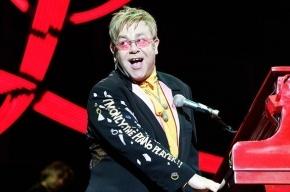 Бывший телохранитель Элтона Джона обвиняет певца в сексуальных домогательствах