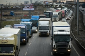 Мертвого дальнобойщика нашли в кабине грузовика под Петербургом