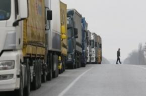 Украинские дальнобойщики встали на защиту российских грузовиков под Львовом