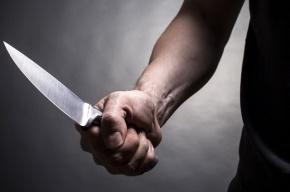 Отец пытался зарезать сына в доме на Руставели