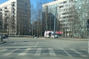 Петербуржцы обнаружили труп мужчины на улице Жени Егоровой