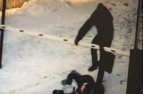 Пенсионер избил девочку-подростка за громкое пение