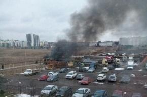 Автобус загорелся на стоянке в Колтушах