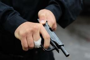 Преступник с лицом, закрытым шарфом, ограбил салон сотовой связи на Сенной