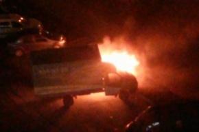 Водителя вытащили из горящей на Просвещения машине