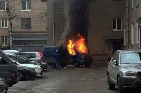 «ГАЗель» сгорела во дворе дома на Варшавской улице