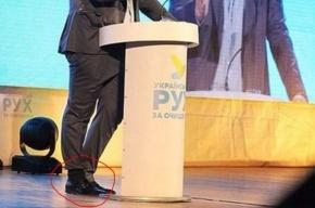 Саакашвили заправил брючину в носок