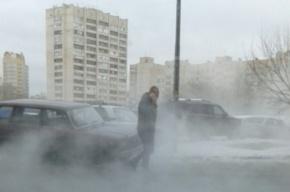 Трубу с горячей водой прорвало на Васильевском острове