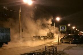 Трубу с горячей водой прорвало на улице Стойкости