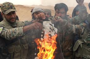 Флаг ИГИЛ сорвали со стен древнего замка Пальмиры