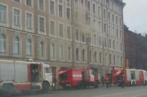 Пожарные спасли мужчину из горящего дома на набережной Обводного канала