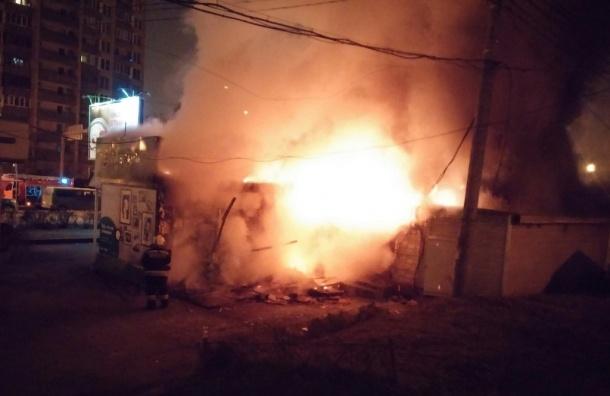 Сгорел салон «Мегафона» на Пискаревском проспекте