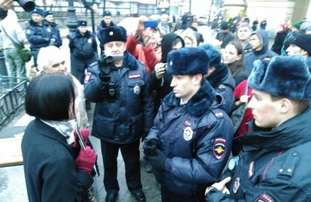 Разные пикеты смешались на Владимирской площади