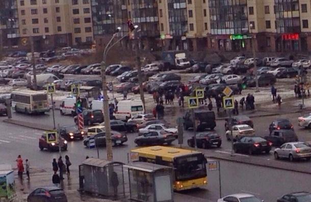 Легковушка сбила двоих на Ленинском проспекте