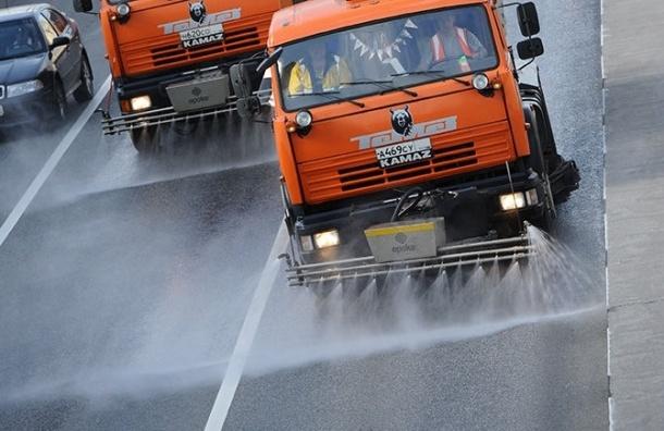 Чистку петербургских улиц производит 578 единиц техники