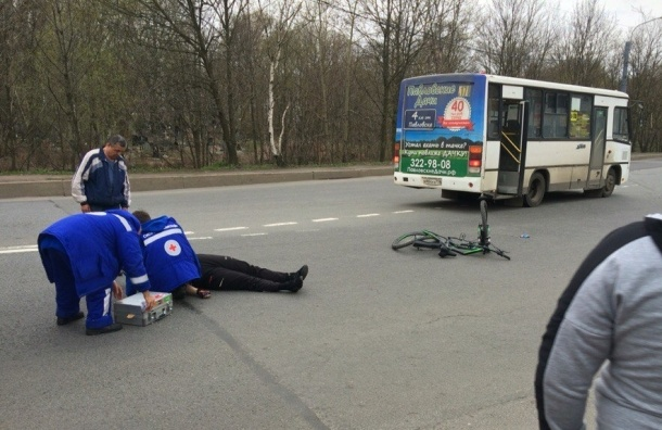 Маршрутка сбила велосипедиста в Купчино