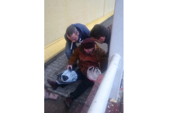 Охранник «Пятерочки» ударил пенсионерку и выбросил её на асфальт