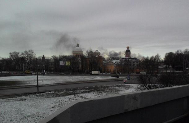 Крупный пожар на складе с лакокрасочными изделиями тушат на Обводном канале
