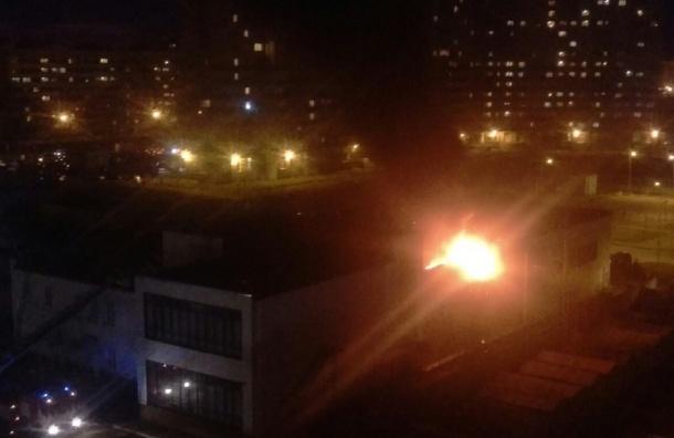 Бассейн школы олимпийского резерва загорелся на Брянцева