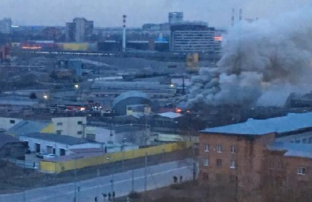 Исправительная колония на Латышских Стрелков полыхает в Петербурге