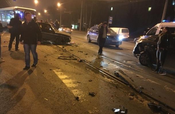 Элитная иномарка спровоцировала массовое ДТП на Васильевском острове