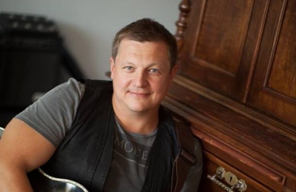 Басист «Любэ» Павел Усанов умер после нападения в Москве